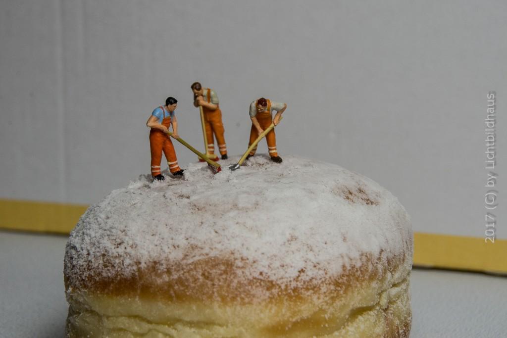 Berliner Puderzucker verteilen